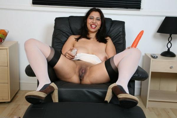 sensual desi bhabhi nude photo goes viral - 50