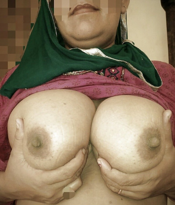 sexy desi aunty nude photos leaked by lover - 1