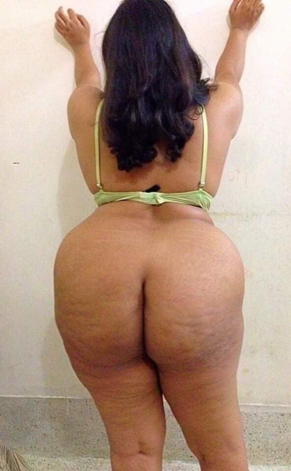 sexy desi aunty nude photos leaked by lover - 10
