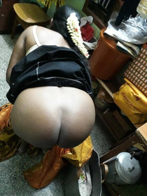 sexy desi aunty nude photos leaked by lover - 12