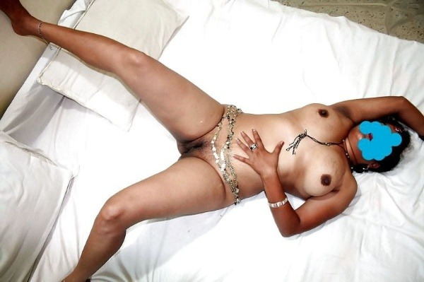 sexy desi aunty nude photos leaked by lover - 14