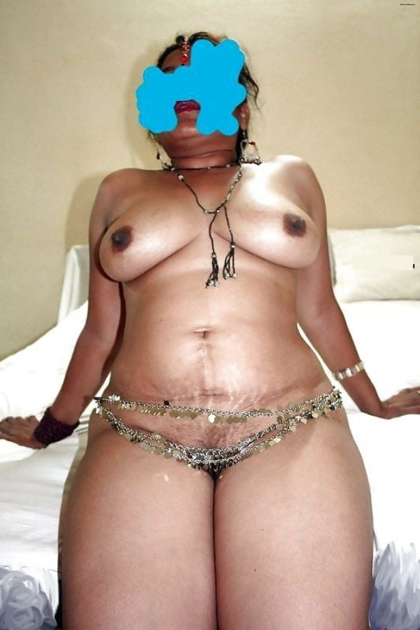 sexy desi aunty nude photos leaked by lover - 19