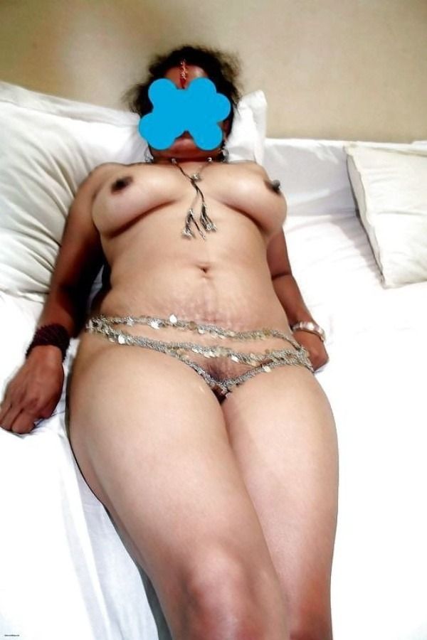 sexy desi aunty nude photos leaked by lover - 23