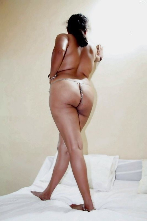 sexy desi aunty nude photos leaked by lover - 26