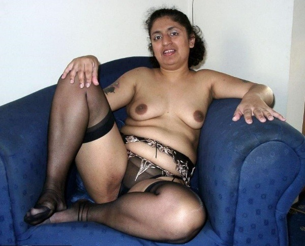sexy desi aunty nude photos leaked by lover - 36