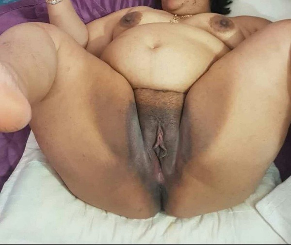 sexy desi aunty nude photos leaked by lover - 38