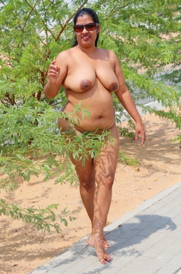 sexy desi aunty nude photos leaked by lover - 39