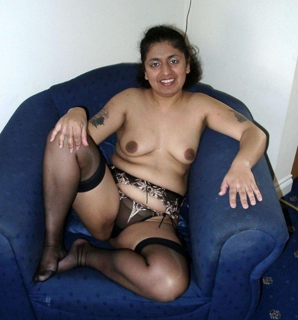 sexy desi aunty nude photos leaked by lover - 40