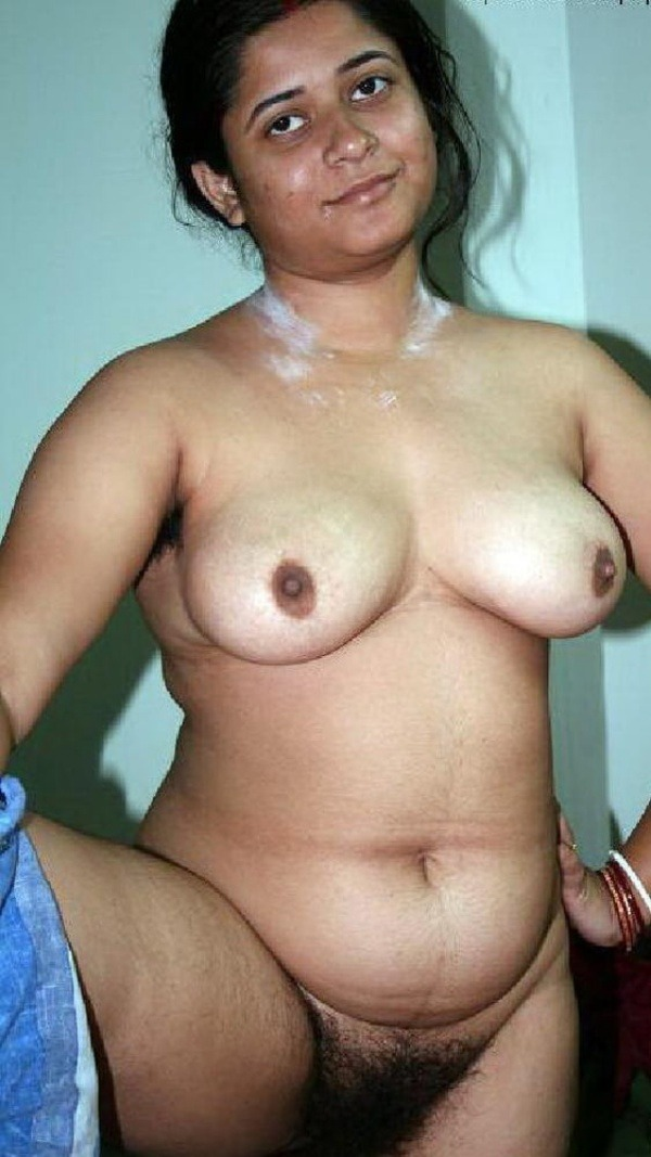 sexy desi aunty nude photos leaked by lover - 42