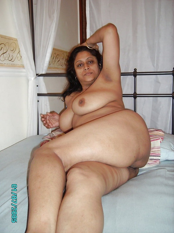 sexy desi aunty nude photos leaked by lover - 48