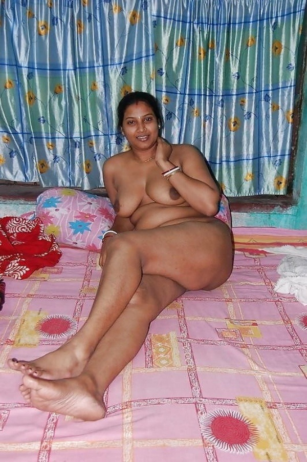 sexy desi aunty nude photos leaked by lover - 8