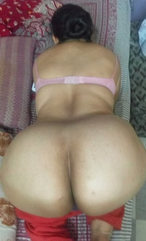 sexy desi aunty nude photos leaked by lover - 9