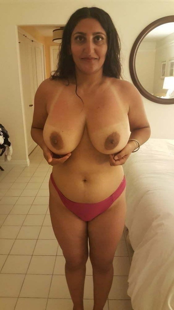 unload your cum with desi aunty big boobs pic - 17