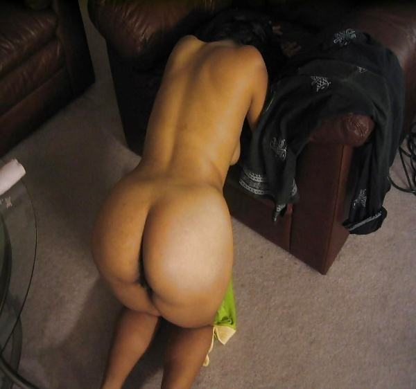 alluring indian bhabhi nude photo boobs ass - 5
