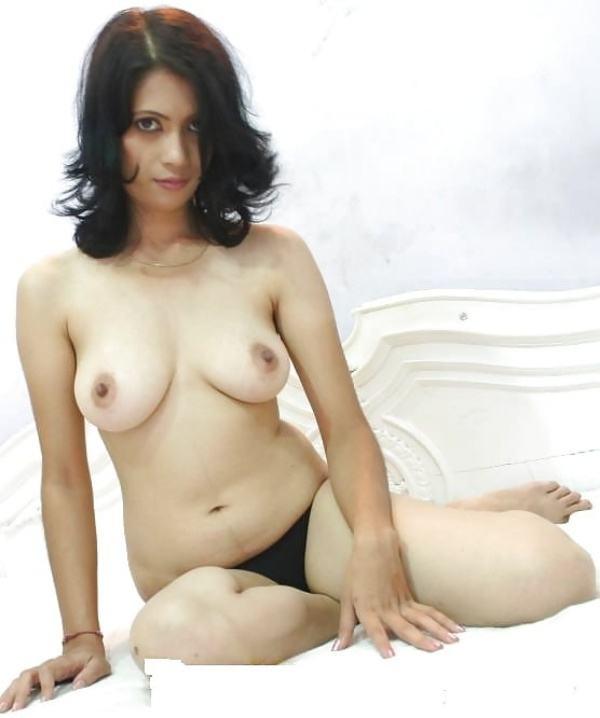 alluring indian bhabhi nude photo boobs ass - 7