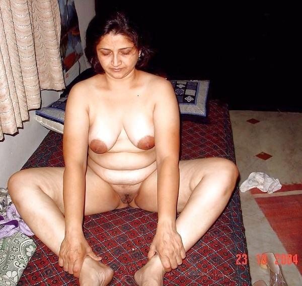 desi beautiful aunties nude xxx pics boobs ass - 1