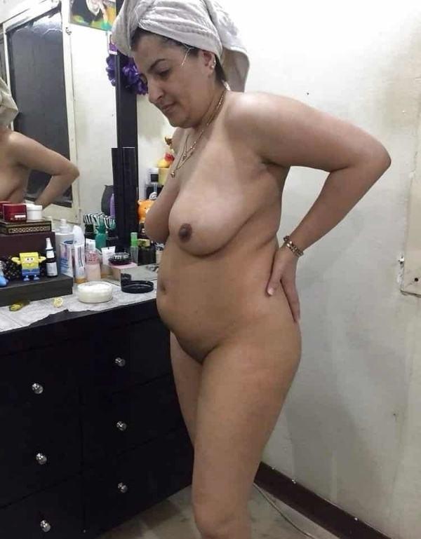desi beautiful aunties nude xxx pics boobs ass - 17