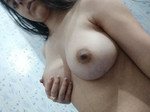 hottest gallery of indian girls boobs pics - 2