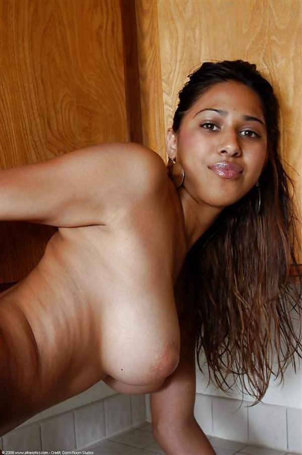 hottest gallery of indian girls boobs pics - 32