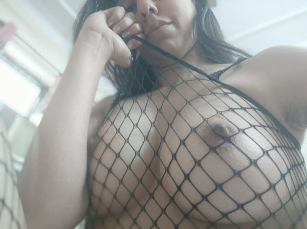 hypnotic sexy boobs pics of indian girls - 3