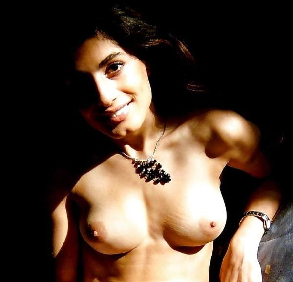hypnotic sexy boobs pics of indian girls - 5