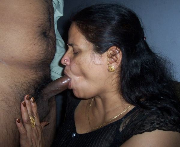 indian aunty blowjob pics sucking lovers cock - 25
