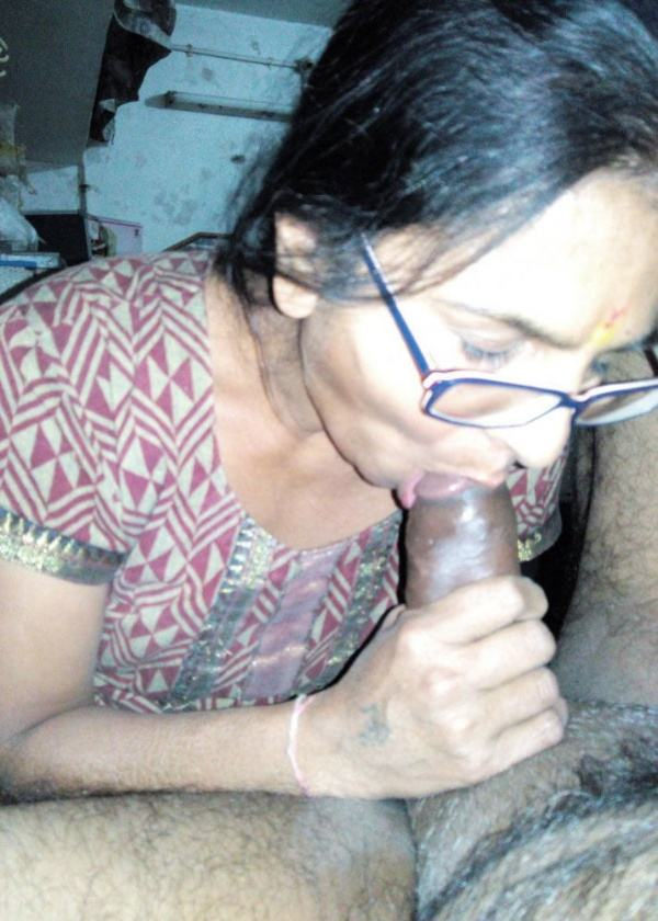 indian aunty blowjob pics sucking lovers cock - 51