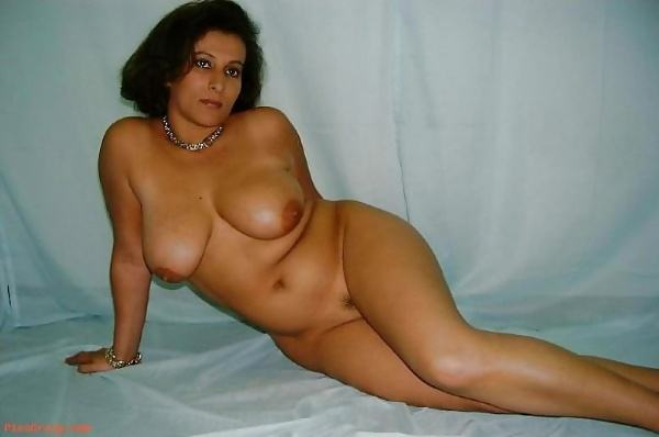 mature muslim aunty nude pictures booty boobs - 1