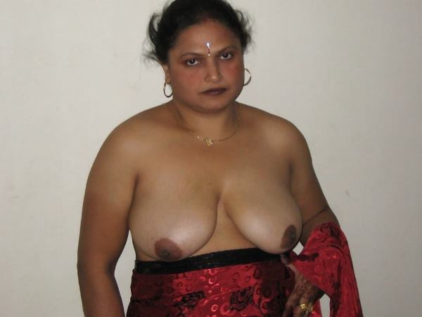 sexy indian village aunty naked photo - 1