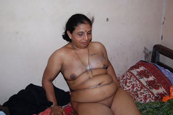 sexy indian village aunty naked photo - 10