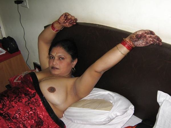 sexy indian village aunty naked photo - 12
