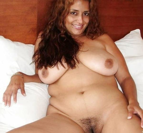 sexy indian village aunty naked photo - 14