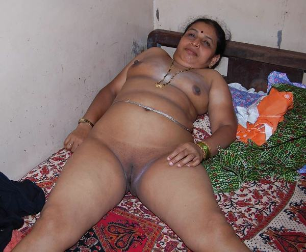 sexy indian village aunty naked photo - 40