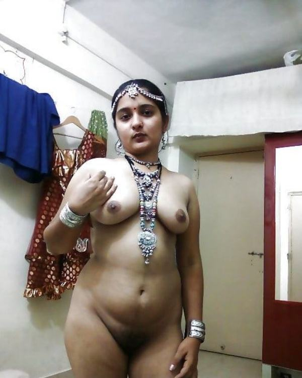 shameless indian bhabhi nude image gallery - 19