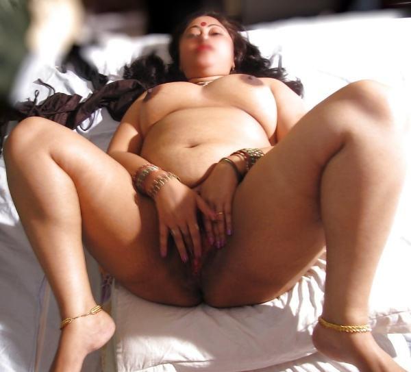 mallu aunty nude sexy big juicy boobs pics - 11