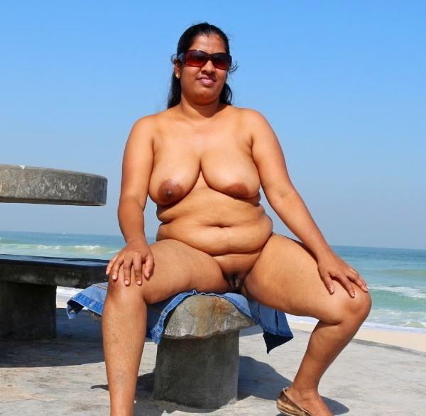 mallu aunty nude sexy big juicy boobs pics - 16
