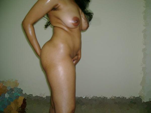 leaked sexy desi nude bhabhi pics by husband - 1