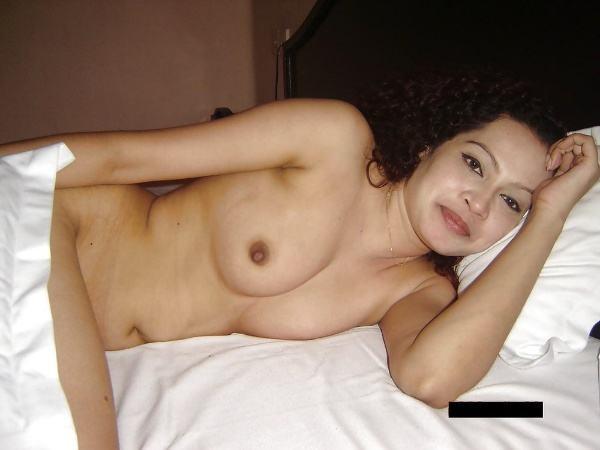 leaked sexy desi nude bhabhi pics by husband - 5